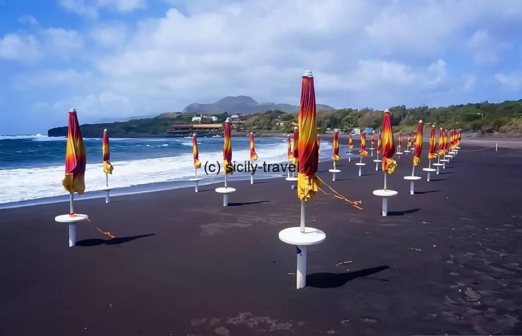 Черный пляж Вулкано