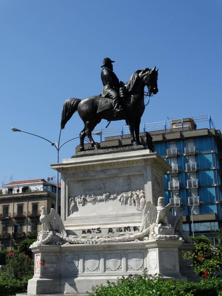 Палермо памятник