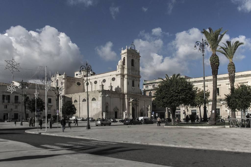 Площадь Умберто Авола