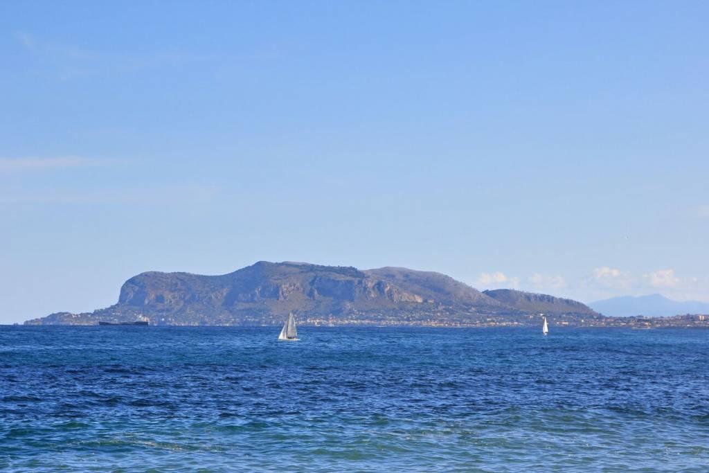Палермитанский залив с мысом Дзаферано